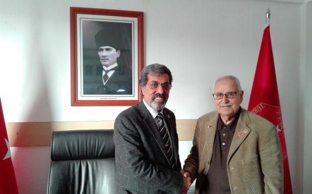 Gazeteci, yazar, sunucu ve yapımcı 5N1K yapımcısı ve sunucusu olarak da tanınan Cüneyt ÖZDEMİR'in babası üyemiz (E) Astsb.Kd.Bçvş. Ahmet ÖZDEMİR(1954-3124)'in 03 Ocak 2017 tarihinde şubemizi ziyareti.