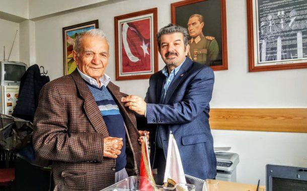Bugün üyemiz EmJ.Kd.Bçvş. Mehmet TEKİN (1958-17)'e TEMAD Rozeti Takdim Edilmiştir.